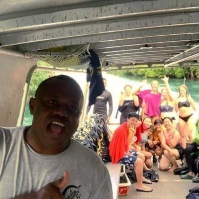 フィジーでサメ保護 C.I.